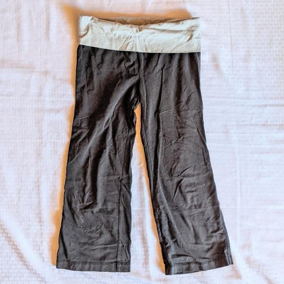 No Boundaries Capri Yoga Pants